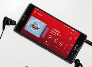 Playlist musicale sur smartphone accessible sur un autoradio Bluetooth